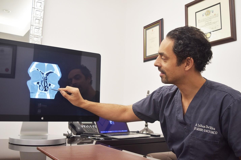 Julian De Silva displays - scheme x-ray head photo